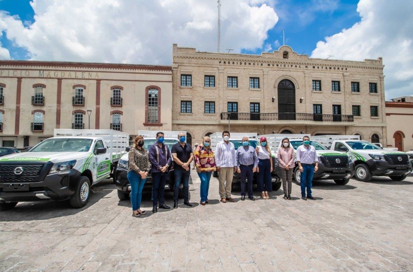 Camionetas y equipos para fumigar son entregados por alcalde Mario López